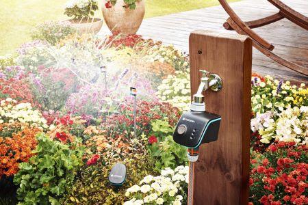 Automatische natuurlijke of technische watervoorraad in dezomer