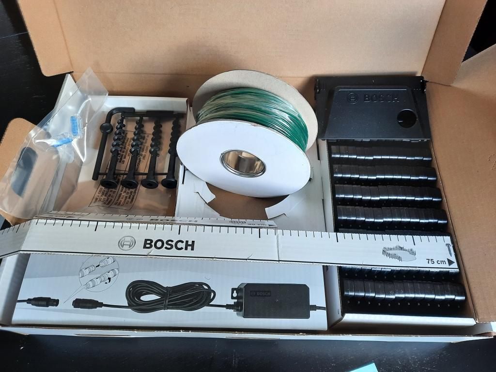 Bosch robotmaaier met draad en pins
